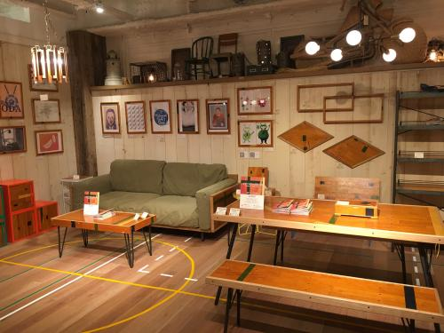 ACME Furnitureによるプロダクト